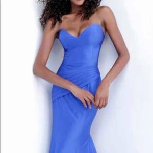 Royal blue stretch strapless (comes w/straps) gown